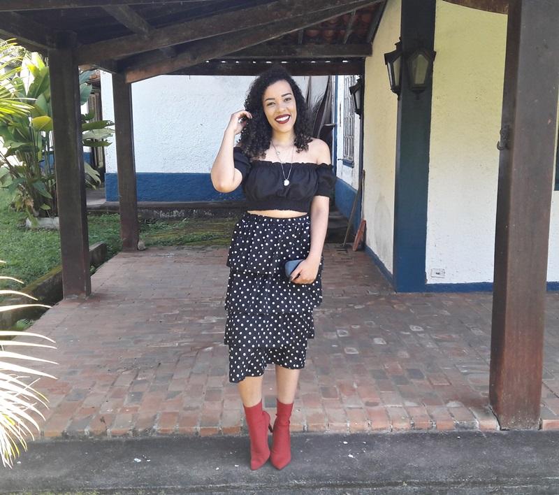 Saia de poá + bota vermelha