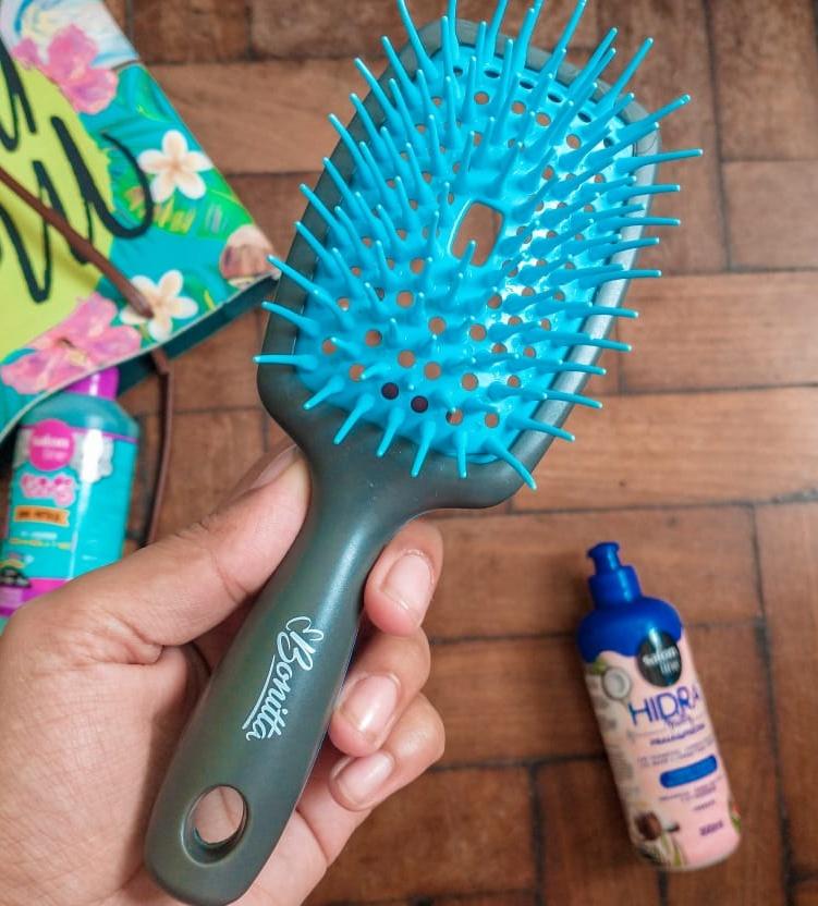 Como limpar a escova de cabelo da forma certa